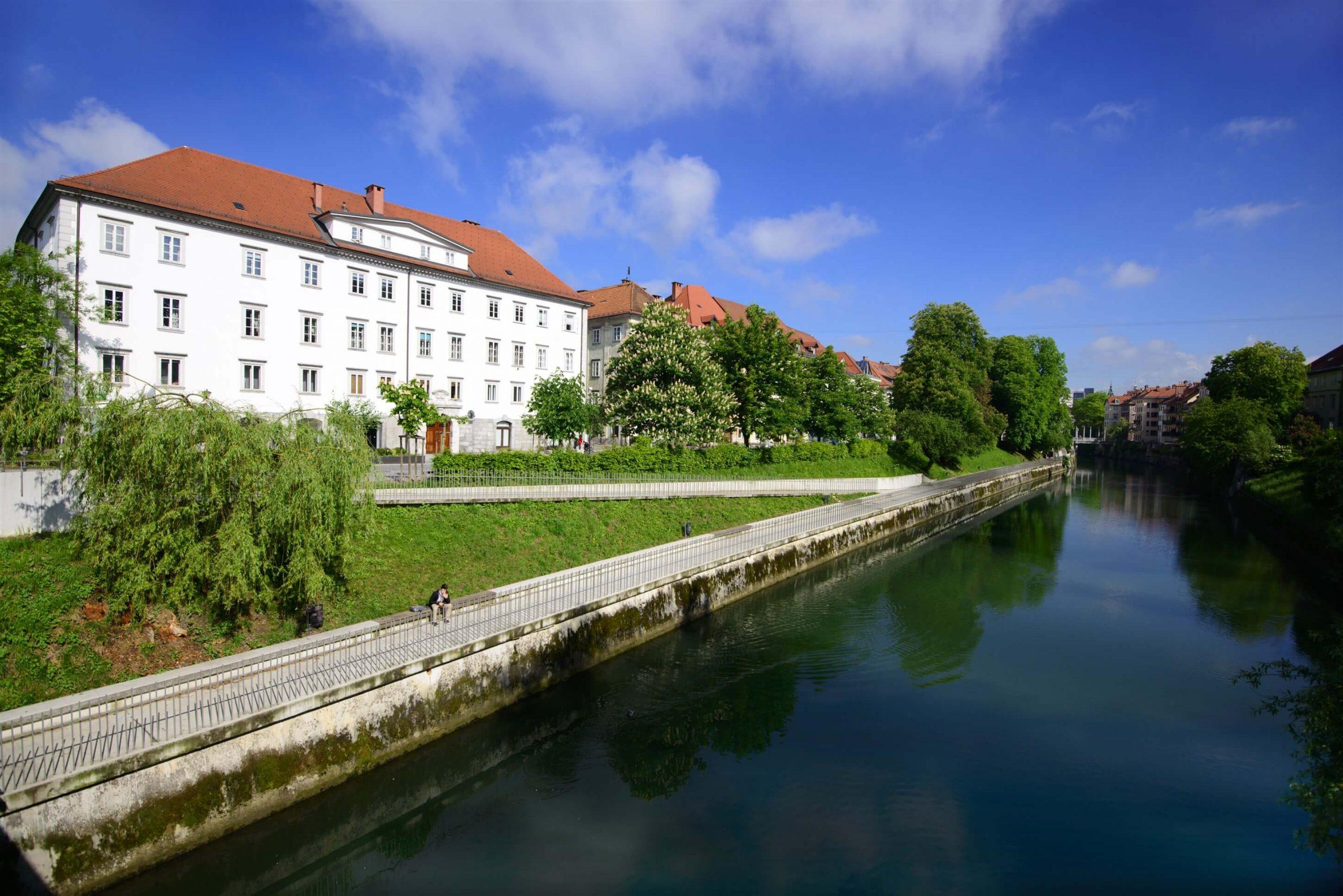 Special offers - Galeria River